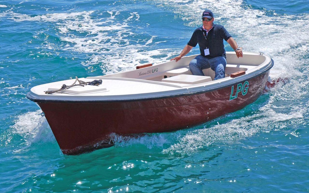 Betina 490 s brodskim motorom