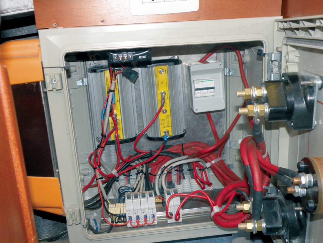 Povezivanje više grupa baterija u brodski sustav