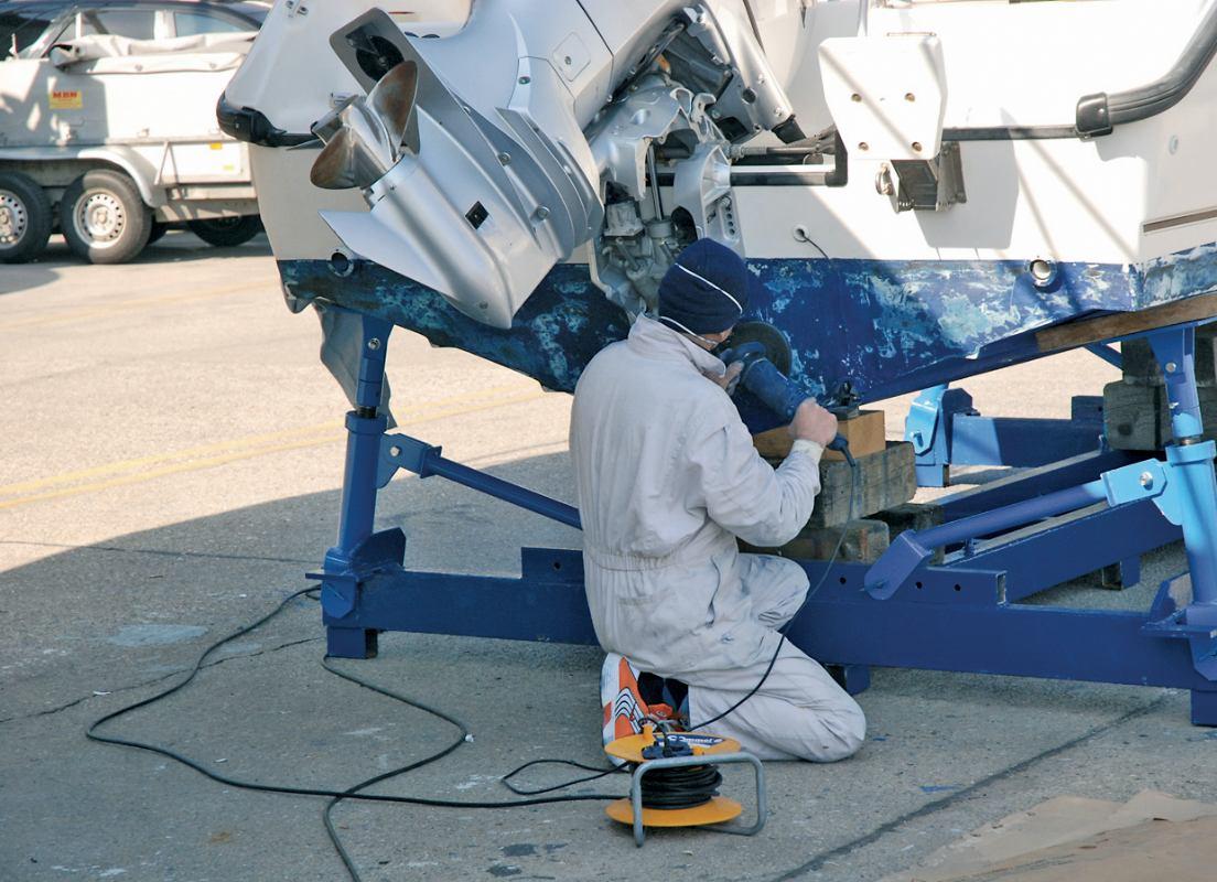 Bojenje stakloplastike i lakiranje drva