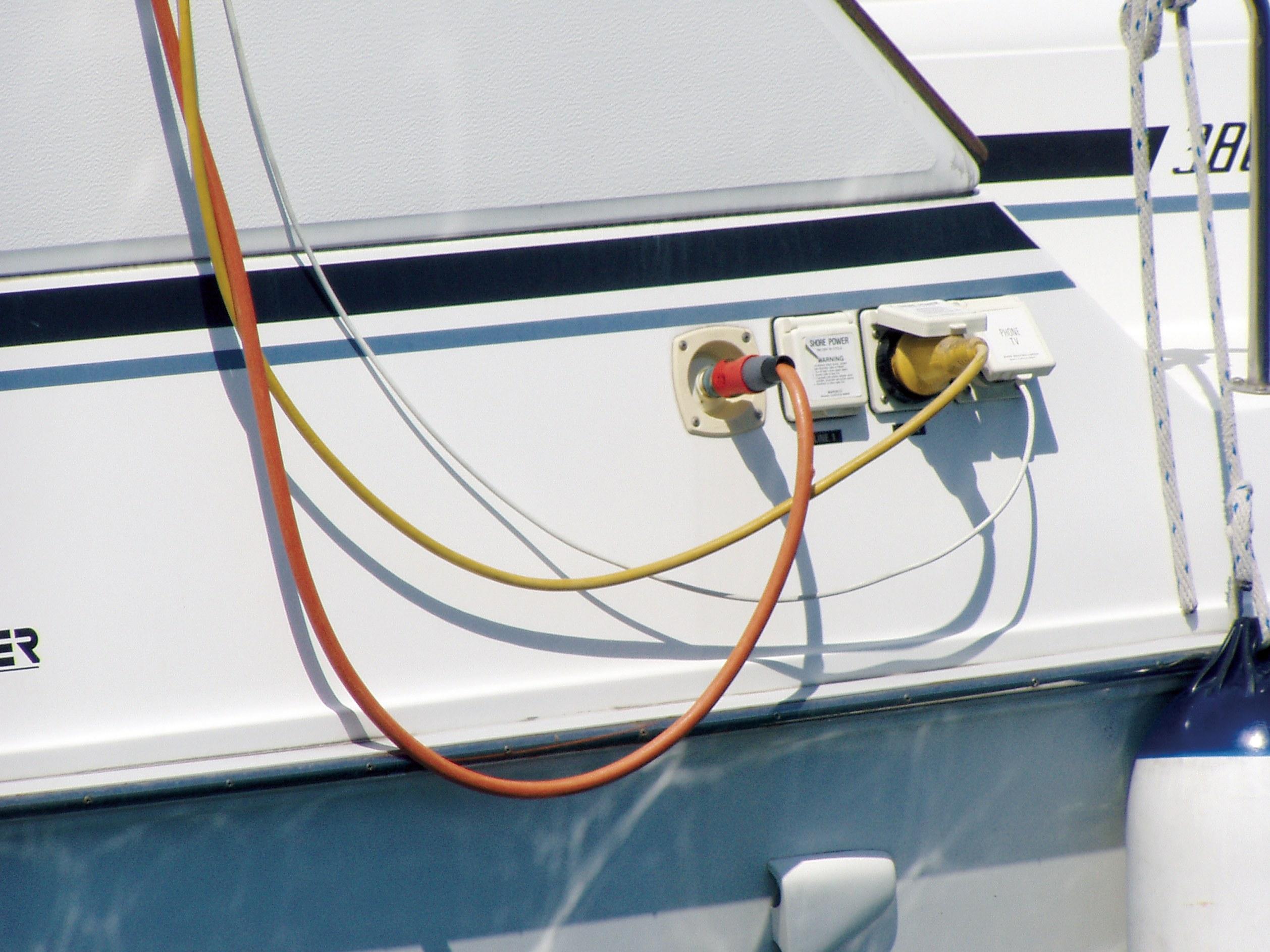 Spajanje brodskog električnog sustava na kopnenu mrežu