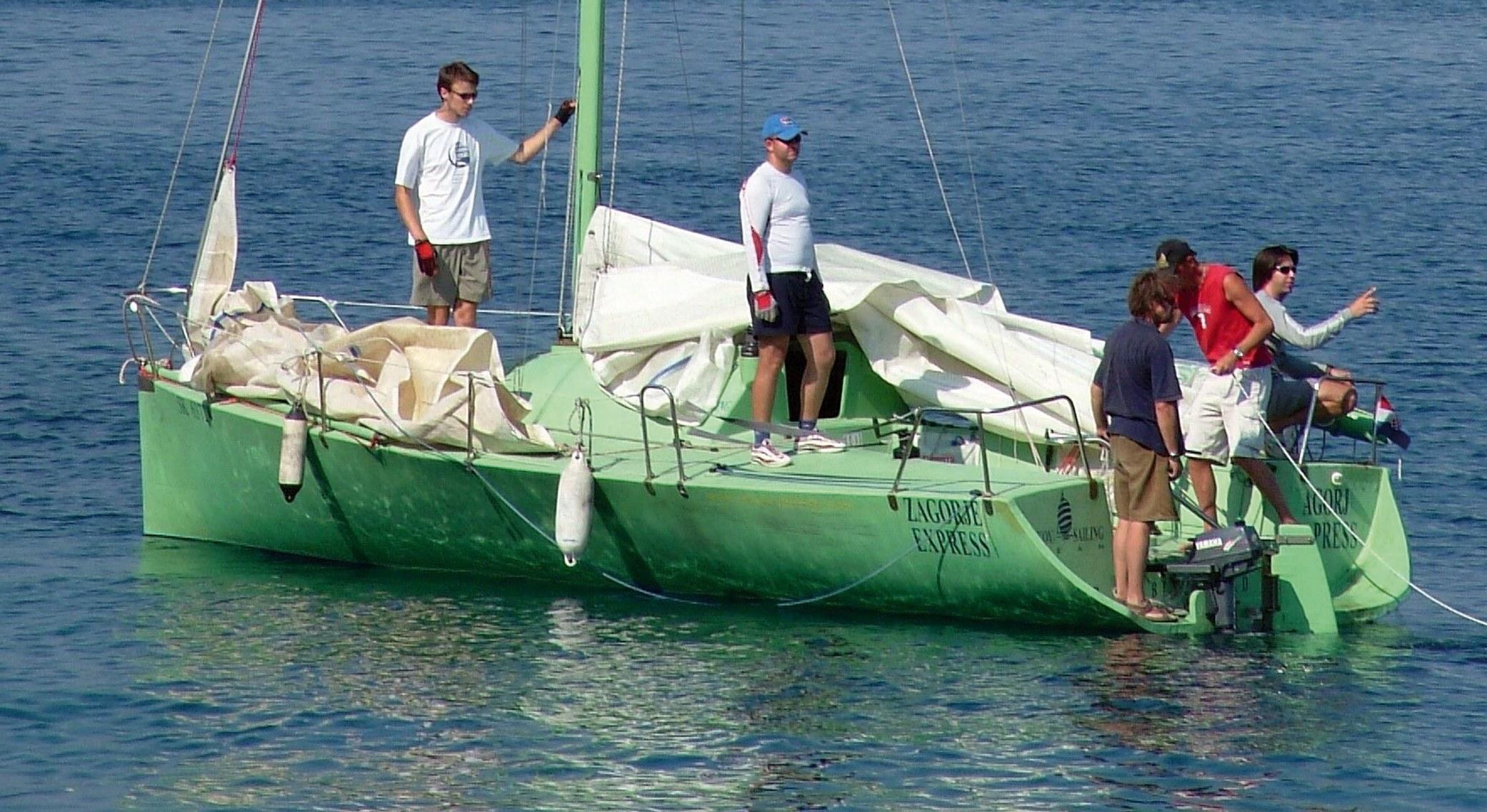 Sigurna plovidba - žena na brodu