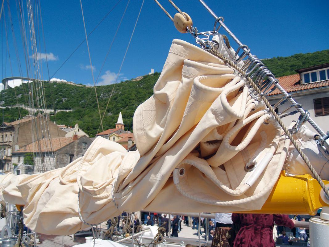 Hidrodinamika: Svojstva materijala za izradu jedara