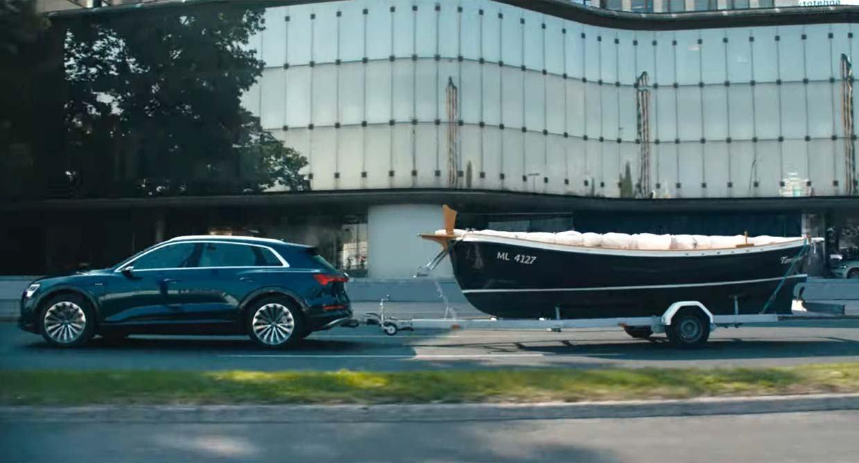 Plovilo rapskog brodograditelja u reklamnom spotu za prvi potpuno električni SUV Audi e-tron
