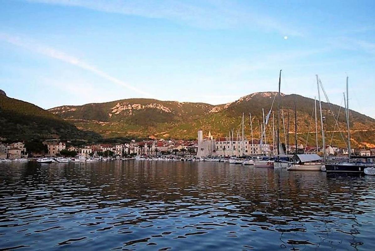 Komiška regata otvara sezonu odobalnih regata u srednjoj Dalmaciji