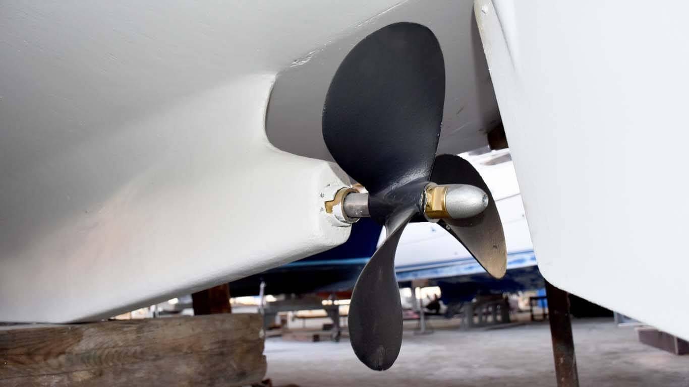 Skidanje stare boje i zaštita propelera