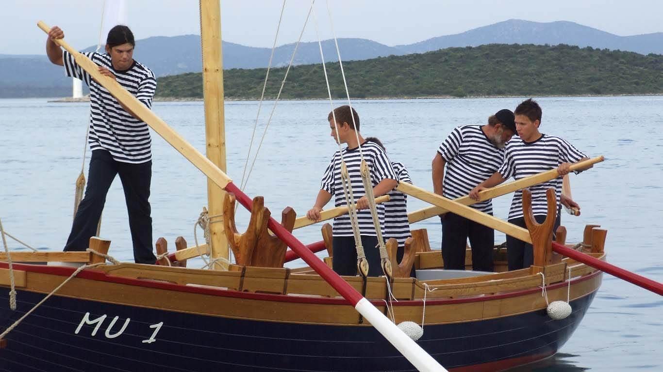 Štorija o mornarskoj maji