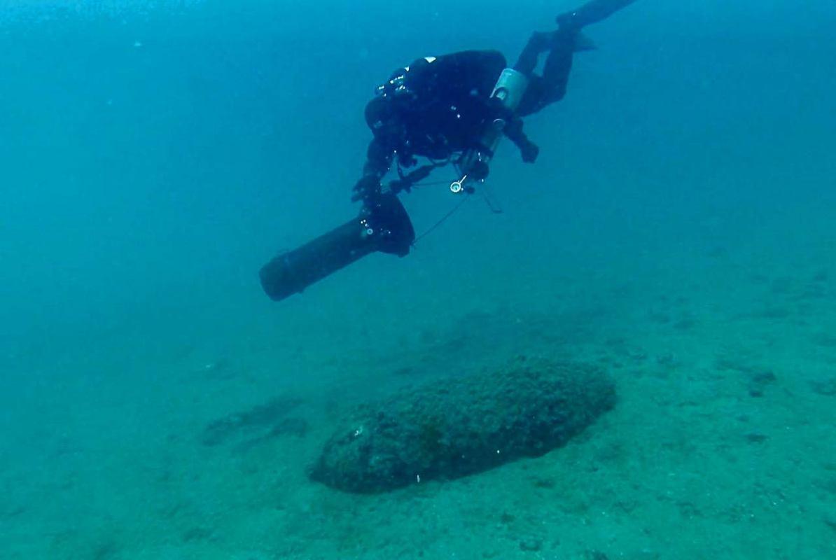 Velimir Vrzić u  moru isred Rafinerije nafte u Urinju pronašao ogromnu avio bombu!