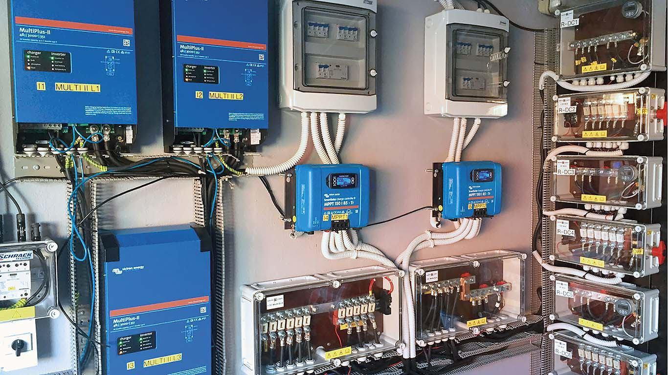 Sunčana elektrana s baterijama priključena na javnu mrežu