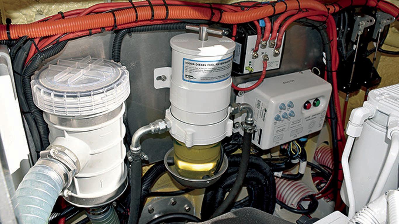 Mogu li separator goriva zalijepiti za inox krmu ili na polietilen bez bušenja?