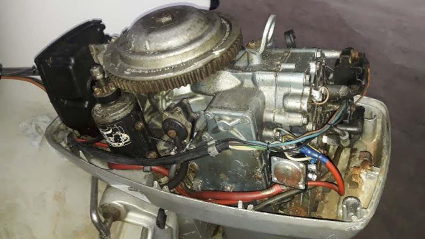 Što učiniti s potopljenim izvanbrodskim motorom?