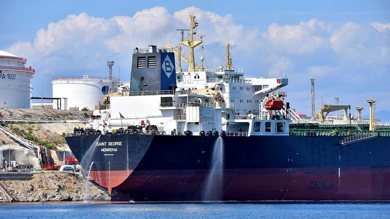 Nizozemski sud naložio naftnom gigantu smanjenje emisije CO2 za 45 posto!