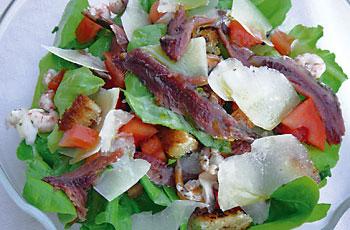 Salata sa slanim srdelama i sirom