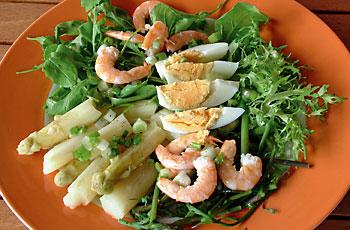 Zelena salata i šparoge