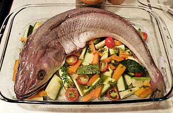 Oslić na prutićima od povrća